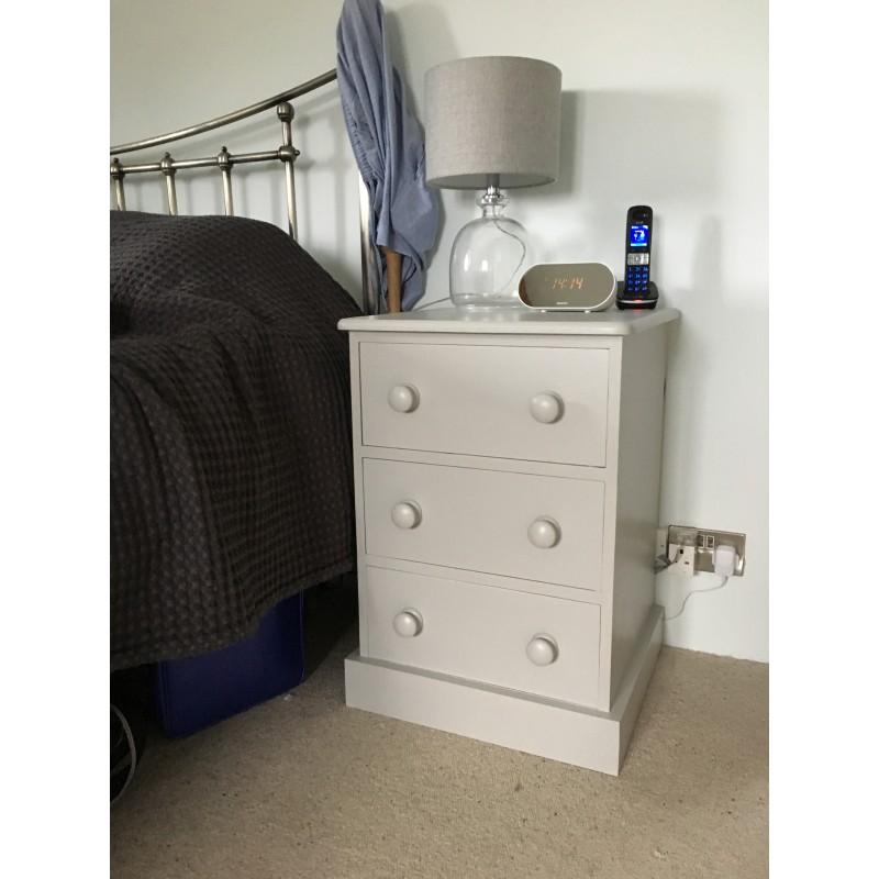 Shaker Bedside Cabinet