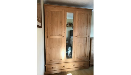 Custom Design Shaker Wardrobe